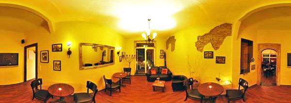 Caf&#xE9 Bar Chelsey Kiel Tresen Eingang